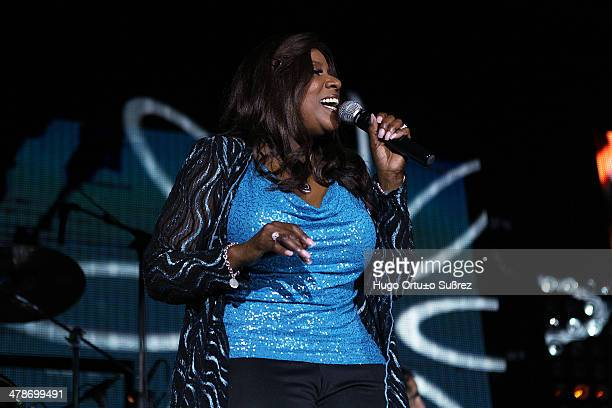 The legendary singer of disco and soul, Gloria Gaynor delighted the little more than 2,500 people who gathered at the Grand Oasis Cancun to hear her...