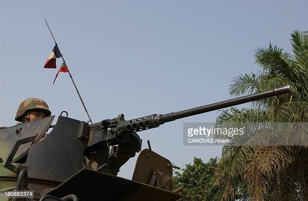 The Legion In Ivory Coast Mission de recconnaissance effectuée par la Légion dans la région de BLODI légionnaire dans la tourelle d'un char derrière...