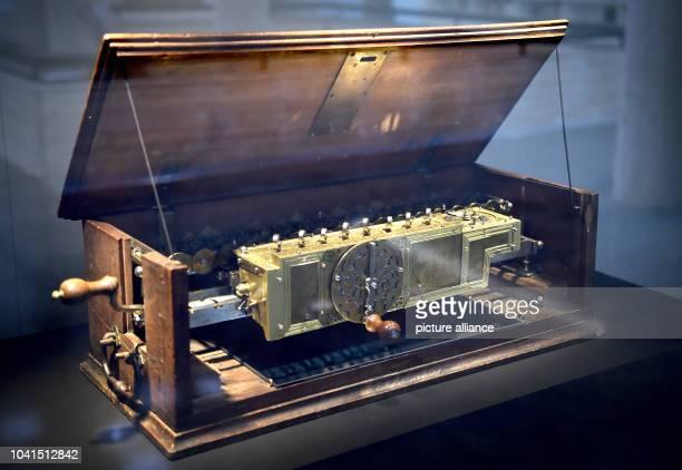 The Leibniz calculator is part of the 48 exhibits at the exhibition '1716 - Leibniz' letztes Lebensjahr' at Gottfried Wilhelm Leibniz library in...