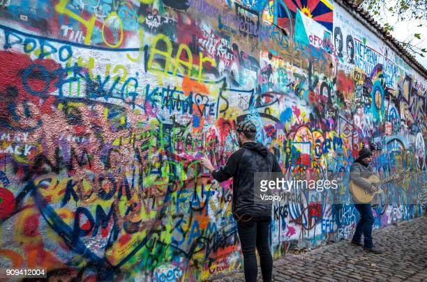 the lennon wall, prague, czech republic - vsojoy stockfoto's en -beelden