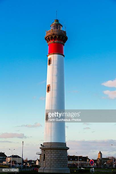 the light house at ouistreham, basse normadie, calvados, france - ouistreham stock pictures, royalty-free photos & images