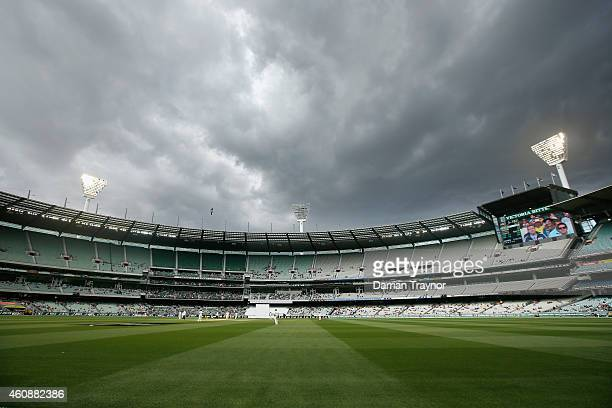 The light towers are turned on during day four of the Third Test match between Australia and India at Melbourne Cricket Ground on December 29 2014 in...