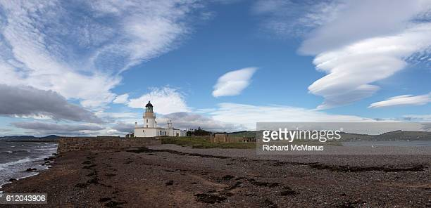 the lighthouse at chanonry point. - モーレイ湾 ストックフォトと画像