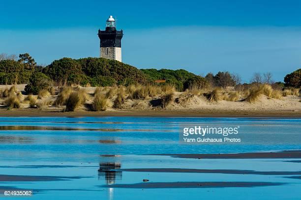 the lighthouse at l'espiguette, le grau du roi, gard, languedoc roussillon, france - ガール県 ストックフォトと画像
