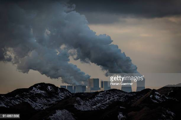 The lignitefired power station of Boxberg is pictured on February 05 2018 in Reichwalde Deutschland