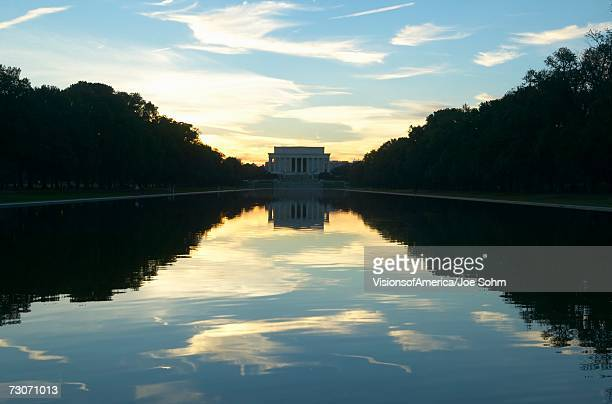 the lincoln memorial at sunset and reflecting pool in washington d.c. - reflecting pool stock pictures, royalty-free photos & images