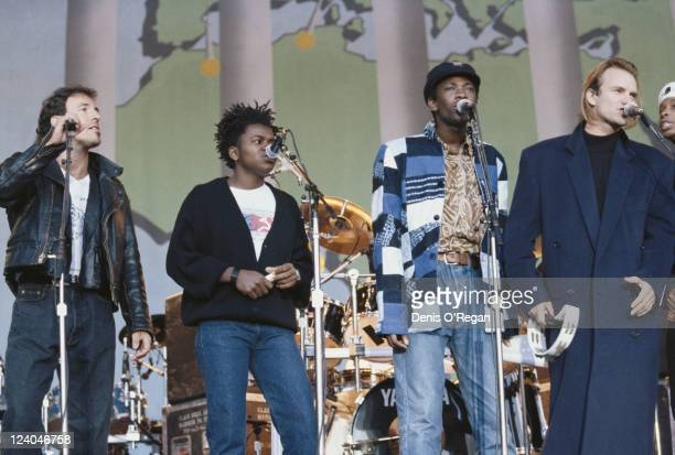 The lineup for the Human Rights Now benefit concert for Amnesty International 1988 From left to right Bruce Springsteen Tracy Chapman Youssou N'Dour...