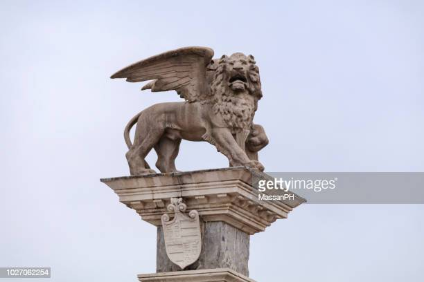 the lion of saint mark in piazza della libertà - monument stock pictures, royalty-free photos & images