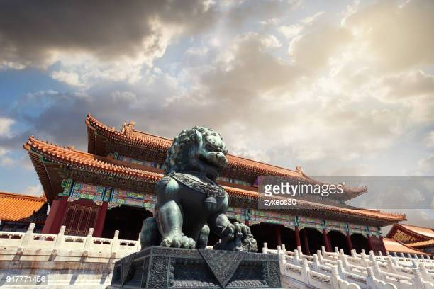 the lion sculpture of the forbidden city in beijing,china - east asia. - china east asia stock-fotos und bilder