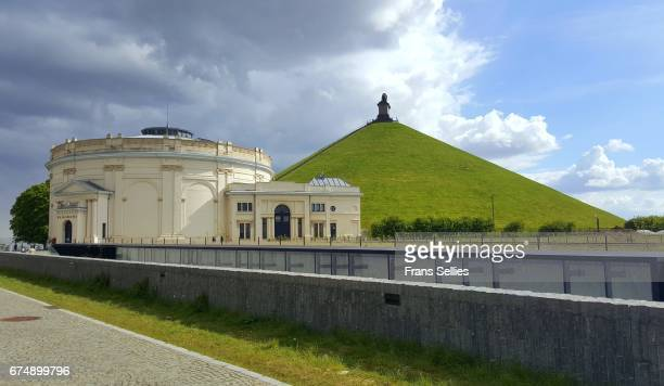 the lion's mound and rotunda at waterloo battlefield, belgium - napoleon hill stock-fotos und bilder