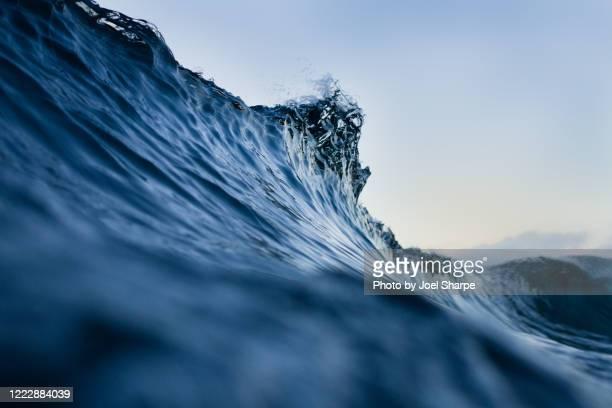the lip of a silky blue wave - mar imagens e fotografias de stock