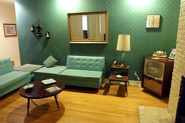 Fotos und bilder von former elvis presley home for sale on for Rock n roll living room