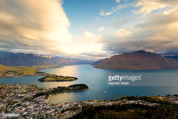 The location of Queenstown is surrounding by beautiful mountain and lakes.