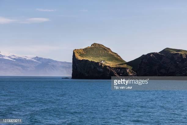the lodge on the island of elliðaey - seascape stock-fotos und bilder