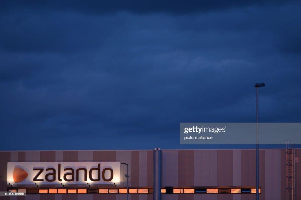 e752d042ee6 The logistics center of online retailer Zalando in Erfurt, Germany ...