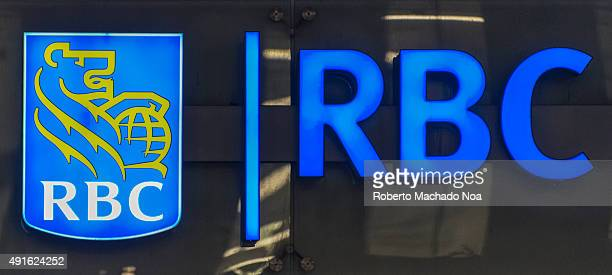 DOWNTOWN TORONTO ONTARIO CANADA The logo and signage of Royal Bank of Canada The logo is an outline of a lion holding the globe Royal Bank is the...