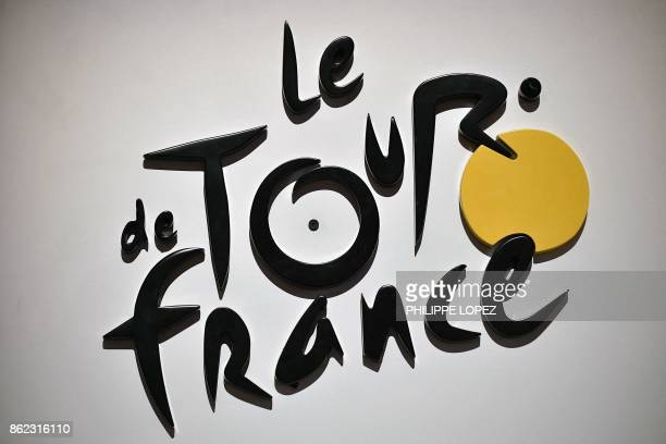 The logo of the Tour de France cycling race is pictured in Paris on October 17 2017 / AFP PHOTO / PHILIPPE LOPEZ