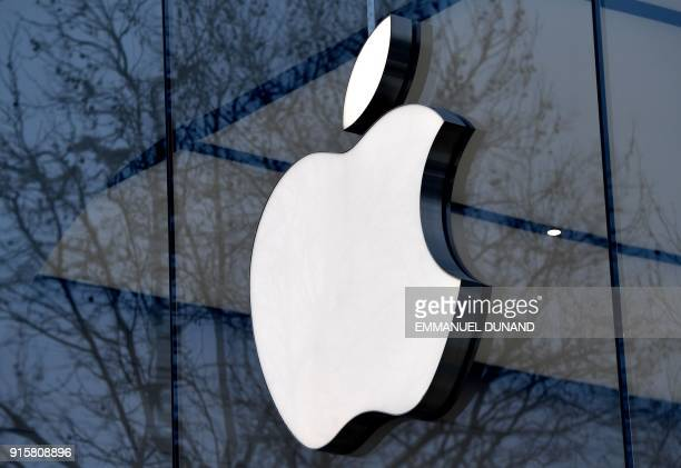 The logo of the US multinational technology company Apple is on display on the facade of an Apple store in Brussels on February 8 2018 / AFP PHOTO /...