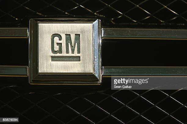 The logo of US carmaker General Motors or GM is visible on the front grille of a GM Hydrogen 4 fuel cellpowered car at a presentation by Opel and GM...
