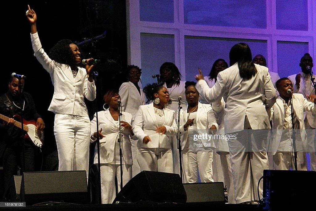 40 person gospel choir etiquette - 1024×684