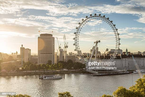 the london eye at dawn. - london eye stock pictures, royalty-free photos & images
