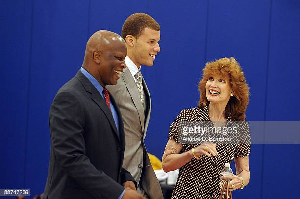 The Los Angeles Clippers number one draft pick Blake Griffin and his parents Tommy Griffin and Gail Griffin arrive at a Clippers press conference to...