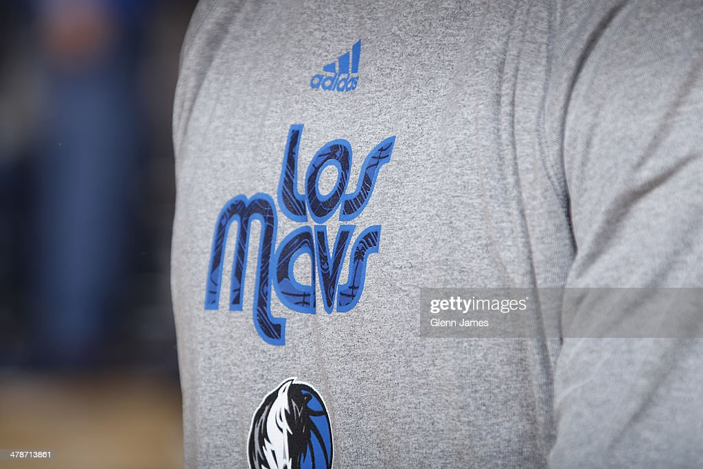 newest f9f35 38b54 The Los Mavs logo on the warm-up shirts of the Dallas ...