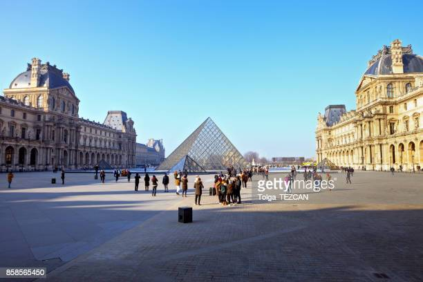 the lourve - cour carree stock pictures, royalty-free photos & images