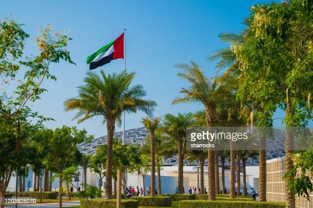 louvre abu dhabi, saadiyat island, vereinigte arabische emirate - louvre stock-fotos und bilder
