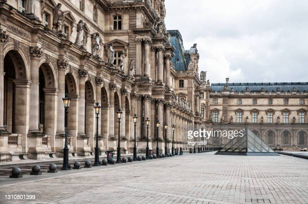 the louvre courtyard - cour carree stock pictures, royalty-free photos & images
