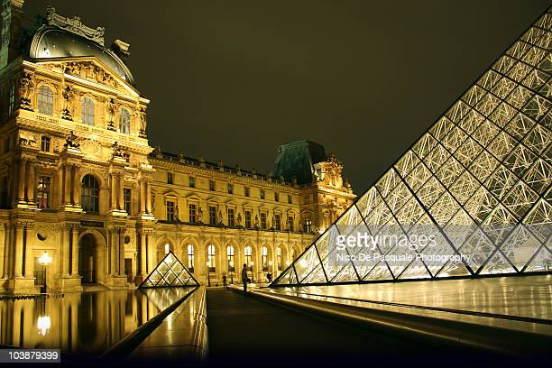 The Louvre, long exposure, night
