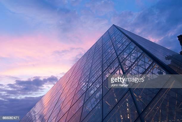 the louvre museum, paris, france - louvre stock-fotos und bilder