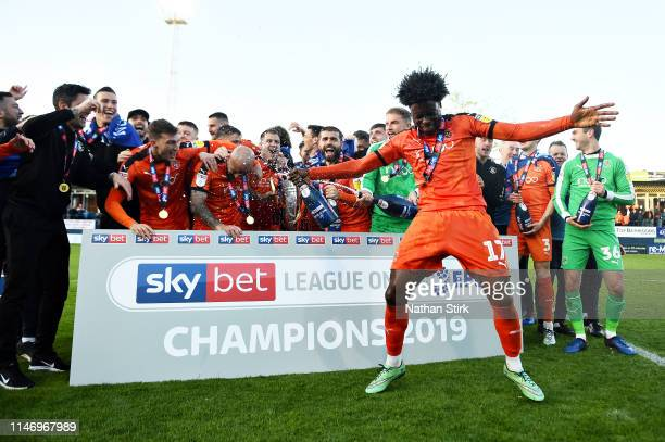 The Luton Town team celebrate winning the league after the Sky Bet League One match between Luton Town and Oxford United at Kenilworth Road on May...