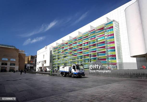 the macba, museum of contemporary art of barcelona - museo de arte contemporáneo fotografías e imágenes de stock