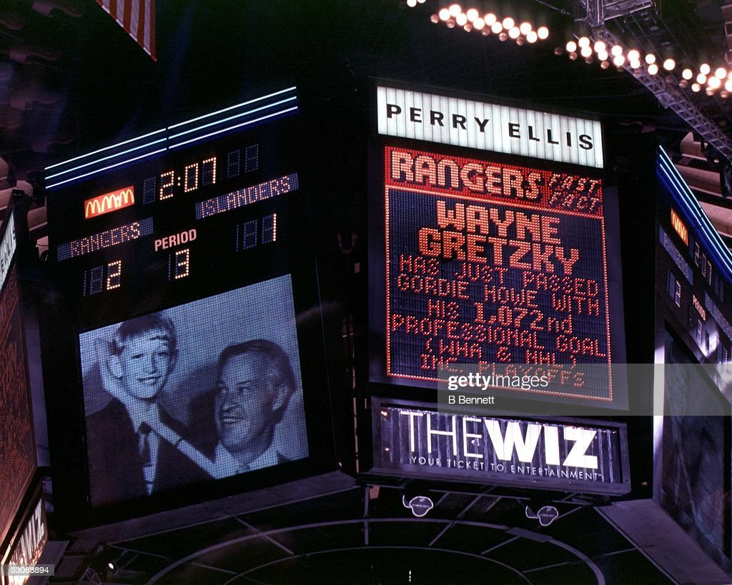 New York Islanders v New York Rangers : News Photo