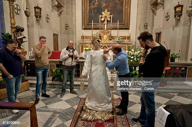 The Madonna dress of the fashion designer Antonio Grimaldi is changed by the brothers first that the statue returns in the original place inside the...