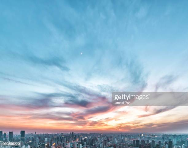 the magnificent sunset glow over shanghai city - cielo minaccioso foto e immagini stock
