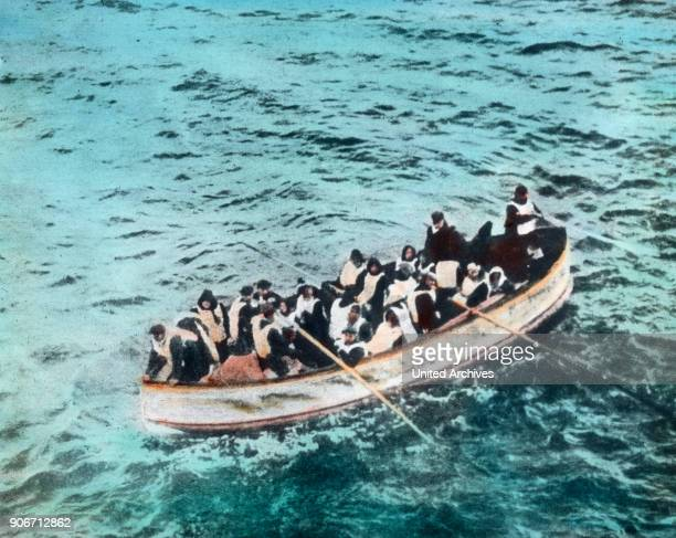 The maiden voyage of the Titanic 1912 - Titanic disaster - lifeboat with Titanic survivors approach the liner RMS Carpathia. 15. April 1912. Carl...