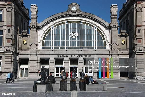 the main entrance of ostend station - オステンド ストックフォトと画像