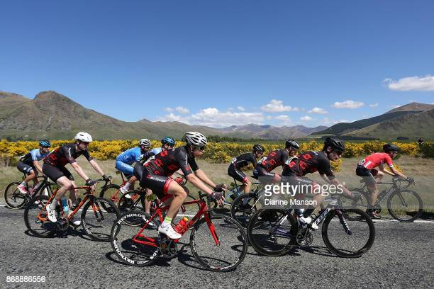 The main peloton heads towards Kingston during stage 3 from Mossburn to Coronet Peak during the 2017 Tour of Southland on November 1 2017 in...