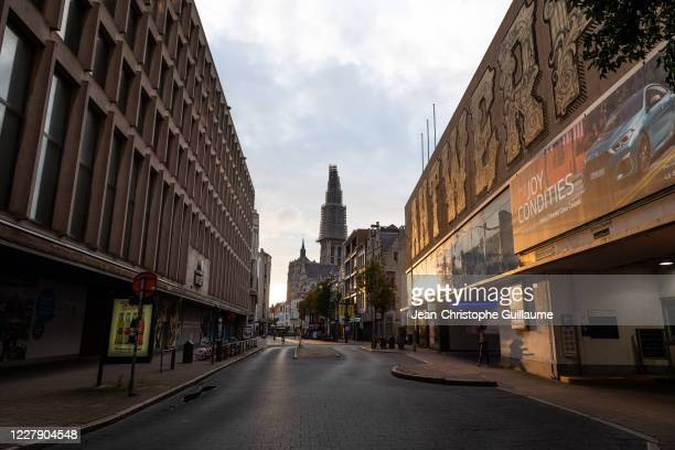The main shopping streets in the city of Antwerp, as well as the town hall square, have remained deserted by customers and tourists since the curfew...