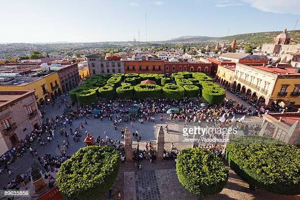 "the main square ""jardin"" from the parroquia - san miguel de allende fotografías e imágenes de stock"