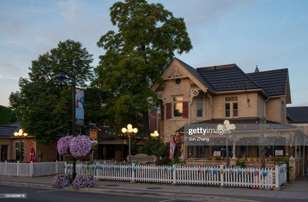 マーカム、オンタリオ州、カナダの古い城下町のメインストリート : ストックフォト