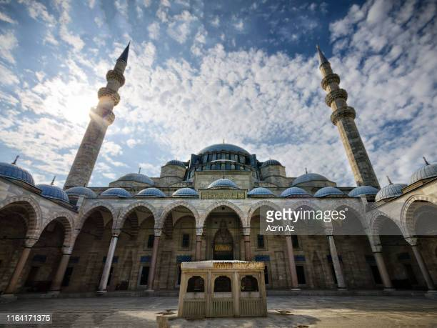 the majestic exterior of sulemaniye camii mosque - azrin az stock pictures, royalty-free photos & images