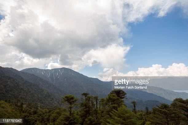 the majestic mountain ranges of bumthang, bhutan - trongsa district stockfoto's en -beelden