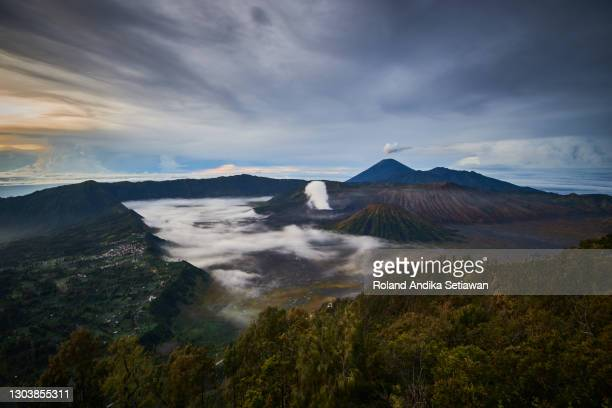 el majestic del monte bromo y el parque nacional semeru - java indonesia fotografías e imágenes de stock
