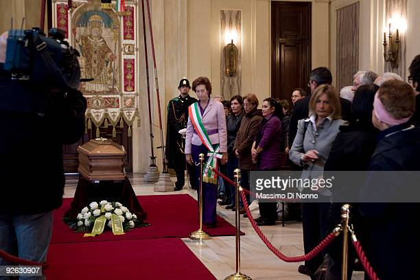 The Major of Milan Letizia Moratti pays her respect to Italian poetess Alda Merini at the Palazzo Marino on November 3 2009 in Milan Italy Poetess...