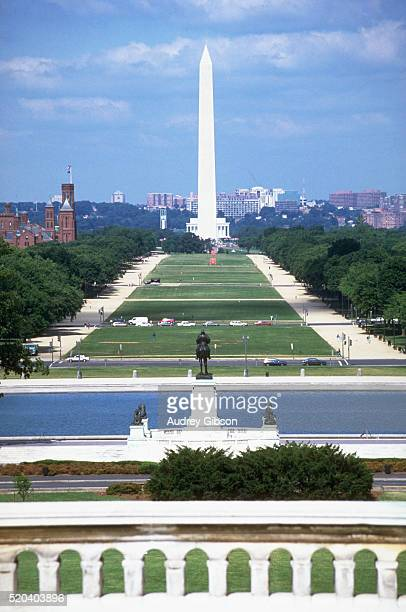 the mall and washington monument - smithsonian institution stock pictures, royalty-free photos & images