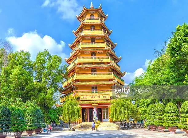the man prayed before relics tower - pagode stock-fotos und bilder