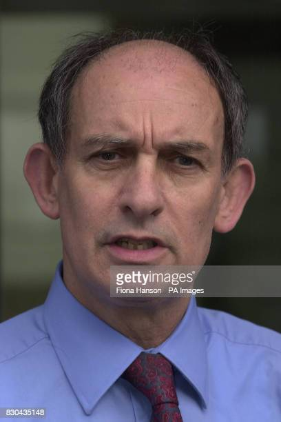 The Managing Editor of News Of The World Stuart Kuttner speaks to fellow press at Wapping London after a meeting with the parents of murdered 8 year...
